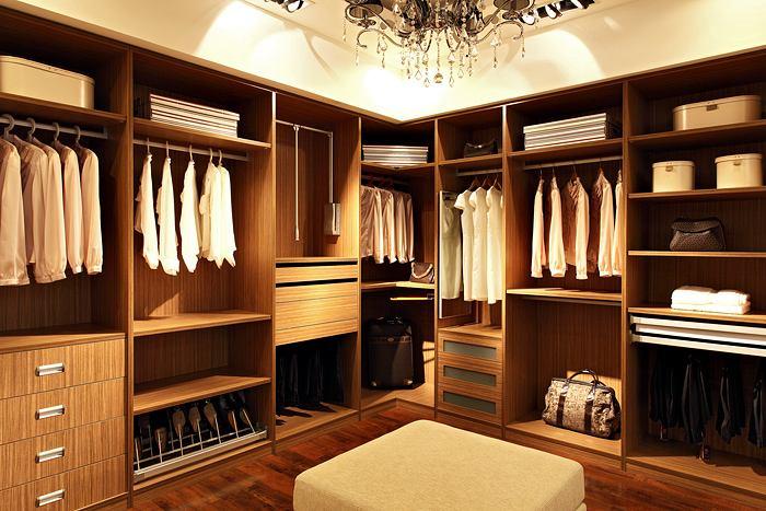 装修实木衣柜怎么选?教你几招辨别真假实木的小技巧